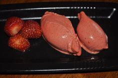 Jordbær sorbet - og hvis ønskelig med sherbet tilsett litt fløte eller kesam~mayK