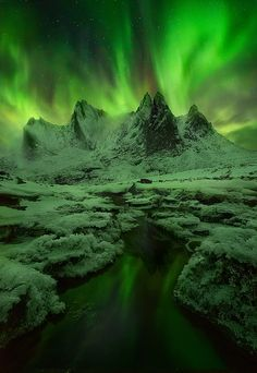 The Green Mists, Aurora in Yukon, Canada. Been to the Yukon, did not see this. Beautiful Sky, Beautiful Landscapes, Beautiful World, Beautiful Places, Aurora Borealis, Photos Voyages, Natural Phenomena, To Infinity And Beyond, Amazing Nature