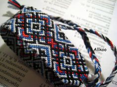 Learn to make your own colorful bracelets of threads or yarn. Yarn Bracelets, Colorful Bracelets, Chevron Friendship Bracelets, Knots, Jewelry Making, Board, How To Make, Crafts, Handmade