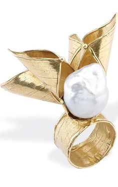 quenalbertini: Yellow Gold and Australian Baroque Pearl Ring by Condito Pearl Jewelry, Jewelry Art, Gold Jewelry, Fine Jewelry, Jewelry Design, Pearl Rings, Gold Fashion, Fashion Jewelry, Yellow Gold Rings
