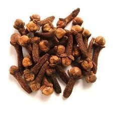 cloves -Clove is used for upset stomach and as an expectorant. Expectorants make it easier to cough up phlegm. Clove oil is used for diarrhea, hernia, and bad breath. Clove and clove oil are used for intestinal gas, nausea, and vomiting. Natural Home Remedies, Herbal Remedies, Holistic Remedies, Cloves Benefits, Clove Essential Oil, Clove Oil, Termite Control, Kraut, Soul Food