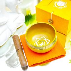 Singing Bowl Gift Set Orange/Sacral. This singing bowl is made from 7 metals and are made with a plain design so are simple to look at but produce a complex but deep and melodious sound. This kind of singing bowl has been used during meditation, for music, relaxation, personal well being, healing energy, chakra creation etc. for generations. With proper technique this bowl keeps vibrating for minutes