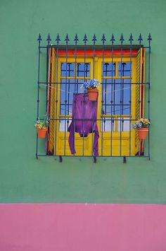 Abriendo Puertas y Ventanas...      Photographer: Dubravka Krickic, Buenos Aires, Argentina   uploaded by robot awesomespaces: