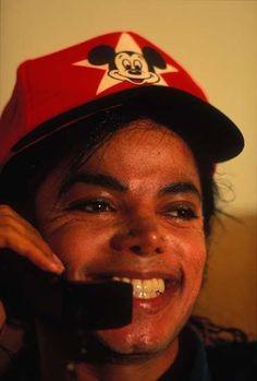 Hace poco más de un año que Michael Jackson falleció en extrañas circunstancias.Dos personas que algún momento compartieron la parte más íntima del Rey del Pop descubren los secretos de la vida de Michael Jackson. Son el fotógrafo Dilip Mehta y...