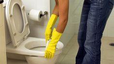 Urinstein und Kalk verschmutzen viele Toiletten - auch, wenn man regelmäßig putzt. Sechs Tipps, wie Ihr WC ohne Schrubben blitzblank wird.
