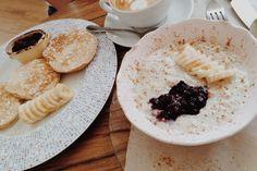 Start September with energy, breakfast porridge + pancakes
