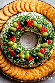 Christmas Bacon Cheese Ball Wreath with olives and crackers on a platter! diy christmas gifts, christmas present idea, christmas gift wrapping Bacon Cheese Ball Wreath with olives and crackers on a platter! Christmas Cheese, Christmas Party Food, Christmas Appetizers, Christmas Cooking, Noel Christmas, Summer Christmas, Xmas, Christmas Crackers, Christmas Gifts