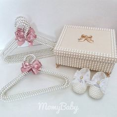 Shabby Chic Crafts, Vintage Crafts, Baby Girl Car, Pearl Letters, Pearl Crafts, Baby Tumblr, Bling Phone Cases, Pearl Decorations, Baby Bling