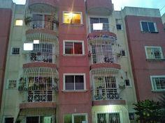 Apartamento economico de oportunidad en Manoguayabo de Santo Domingo Oeste, 80mts, 3 habitaciones, 2 baños, 1 parqueo, madera preciosa, closets cerrados, puerta de hierro, intercom, proyecto cerrado... DE OPORTUNIDAD, PRECIO NEGOCIABLE! RD$1,600,000.00  Lic. RIcardo Cordero 809-204-0875 829-630-6328