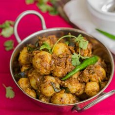 Chettinad style urlai roast recipe is made with baby potatoes and a fragrant dry roasted fresh chettinad masala. Perfect side dish for rasam saadam / rasam rice.