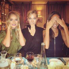 Cena de #amigas? #seenoevil     #fun #laugh #enjoy #Sunday #night #dinner with #friends #besties #BFF #amistad #friendship #friendly #friend #instafriends #love #fashion #models #cute #girls #KarlieKloss #RosieHuntingtonWhiteley #JoanSmalls