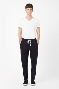 Made from a soft blend of wool and cotton, these relaxed knitted trousers are a loose fit with a comfortable drawstring waist. Tapering towards the ankle, they have deep welt pockets and neat topstitched edges.