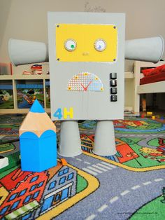 Roboter selbst gebaut #Roboter #DIY #basteln #Karton #Kinder