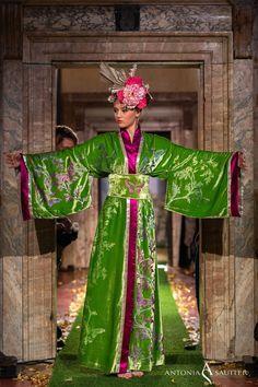 36959a3e0 Kimono à porter by Antonia Sautter Venezia. The nuances of iridescent green  used by Antonia