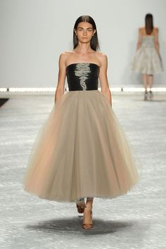 Monique Lhuillier. Gorgeous and graceful dress