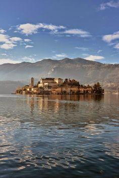 Озеро Орта  #мирпрекрасен #мир_необычного #amazing #пейзаж #beautiful #beautifulpictures #шедевры_вселенной #красивый_пейзаж #природа #красота #мирпрекрасен #beauty #beautiful #naturek