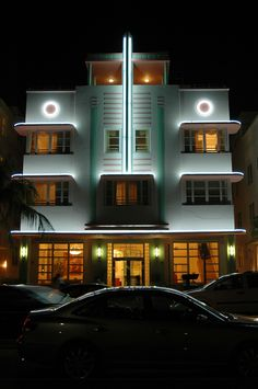 Despite the fact that Art Deco design is around for 100 years, it has never gone out of style. Discover 3 amazing facts on art deco style around the globe. Miami Art Deco, Casa Art Deco, Arte Art Deco, Estilo Art Deco, Art Deco Stil, Art Deco Home, Architecture Art Nouveau, Amazing Architecture, Architecture Design