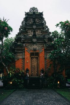 The Immersive Guide to Ubud Bali - Bon Traveler Asia Ubud Palace, Bali Baby, Thai Travel, Pet Spa, Ultimate Travel, Travel Images, Day Tours, Cool Places To Visit, Vacation Spots