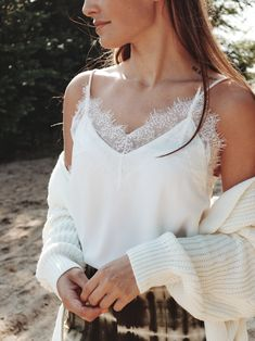 We love the details✨ Een witte kanten top is de perfecte basic voor in je kast. Shop nu op www.loulane.com Camisole Top, Tank Tops, Model, Fashion, Moda, Fashion Styles, Fashion Illustrations, Models