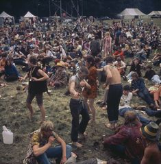 View of hippies and teenagers relaxing whilst dancing, sitting and lying on grass in front of a stage at a 'Love-In' at the Festival of the Flower Children in the grounds of the Duke of Bedford's. Get premium, high resolution news photos at Getty Images Hippies 1960s, Woodstock Pictures, Woodstock Hippies, Woburn Abbey, Hippie Movement, Woodstock Festival, 70s Aesthetic, Hippie Culture, Hippie Vibes