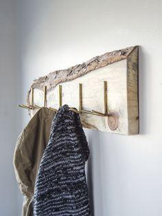 18 Diy Coat Rack Ideas Are Eye-catching, Versatile And Functional – Coat Hanger Design Diy Coat Hooks, Wooden Coat Hangers, Diy Coat Rack, Diy Hooks, Coat Racks, Diy Wand, Hanger Rack, Wall Hanger, Paint Dipping