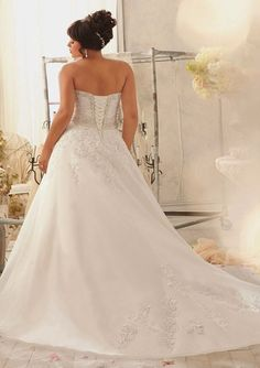 Plus Size #weddingdress : Strapless Sweetheart Venice Lace Appliques on Organza with Corset Back Wedding Dress