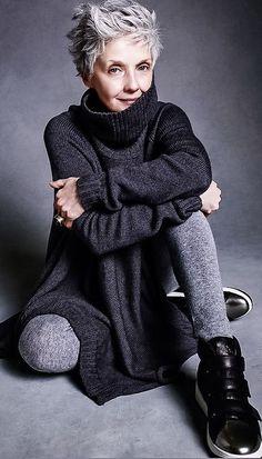 Gray Wig Black Girl Best Touch Up For Grey Hair Silver Grey Beard Dye – wigbaba Over 50 Womens Fashion, Fashion Over 50, Look Fashion, Fashion 2018, Grey Hair Fashion, Ladies Fashion, Mature Women Fashion, Feminine Fashion, Sweater Fashion