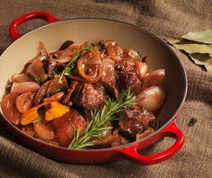 Αγριογούρουνο στιφάδο | Συνταγή | Argiro.gr Wild Boar, Food Categories, Pot Roast, Beef, Ethnic Recipes, Carne Asada, Meat, Roast Beef, Steak
