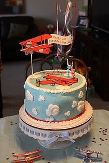 Vintage airplane cake. Line the cake with mentos/mints..