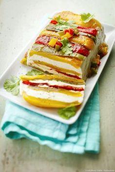 Terrine aux 3 poivrons et au fromage frais. Remplacer la gélatine par de l'agar agar pour la version végé