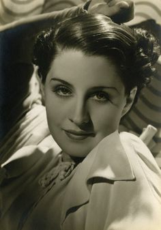 359: Norma Shearer exhibition portrait George Hurrell : Lot 359