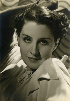 359: Norma Shearer exhibition portrait George Hurrell : Lot 359