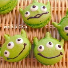 little green men macarons