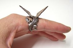 Steampunk Dragon Ring, dragon body wrap around finger (copper) from chinookhugs on Etsy. Unusual Wedding Rings, Exotic Wedding, Unusual Rings, Dragon Ring, Pet Dragon, Lizard Dragon, Baby Dragon, Game Of Thrones Necklace, Metal Jewelry
