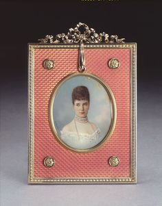 "longliveroyalty: "" Portrait of Tsarina Marie Feodorovna in a Faberge frame. "" More faberge creations here Tsar Nicolas Ii, Tsar Nicholas, Faberge Jewelry, Maria Feodorovna, Leaf Border, 26 November, Miniature Portraits, Antique Frames, Faberge Eggs"