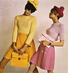 60's fashion: pleated skirt, knitted top & bonnet with pompon - Twiggy in pink 1966 (Img)