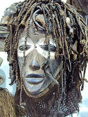 Afrikanische Maske sehr schön. Alain Objilere