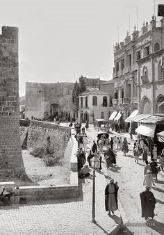 Street scene inside the Jaffa Gate looking West. Damascus Gate, Naher Osten, Palestine History, Beautiful Places, Beautiful Pictures, Muse Art, Israel Travel, In Another Life, Promised Land