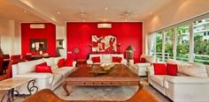 Villa Yvonneka - Red feature wall and accents