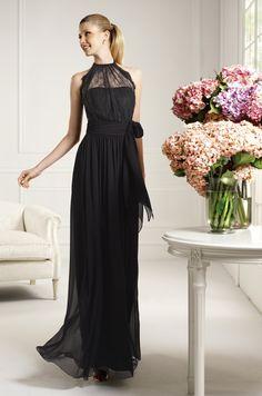 Vestido de fiesta largo, cuello halter en color negro de la colección 2013 de Pronovias (Modelo Caricia)