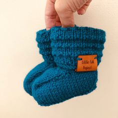 Baby booties || Baby shoes | Wool socks | Hand knitted socks | Knitted baby booties | Newborn photo prop | Baby announcement | Gender reveal