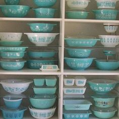 I will have this in my kitchen :) let the collecting of the vintage Pyrex begin!