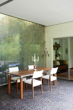 pedro useche / glass atrium within architect's home