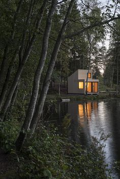 Woody15 is a 17,5 sqm one-room cabin, with large glass doors opening up to the outside landscape. It has no kitchen, bathroom or electricity, and is only heated by a small wood-burning stove. / Marianne Borge