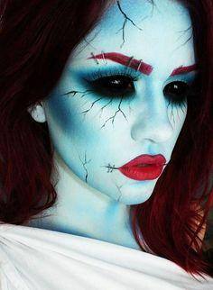 Maquillage Halloween Femmes - Halloween make-up Halloween Kostüm Horror, Halloween Zombie, Halloween 2014, Halloween Makeup Looks, Halloween Cosplay, Face Paint For Halloween, Raccoon Halloween, Scary Face Paint, Zombie Face Paint
