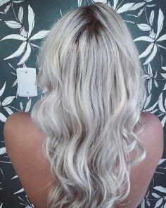 #blonde #blondplatinum #blondehair #hair #hairstyle #haircut #instahair #instablonde #euusoschwarzkopfprofessional