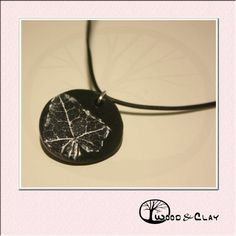 Necklace with real poison ivy imprint 3different colours available More infos: woodandclay.de