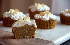 Kurpitsakuppikakut kookoskermavaahdolla - Pumpkin Cup Cakes with Coconut Whipped Cream / Sweets by Sini