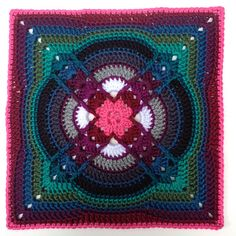 This delightful square isDenna by Polly Plum.   This pattern is available as a free Ravelry download. Nice!