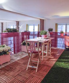 Vite plié, vite déplié, du mobilier gain de place rose et blanc idéal sur un balcon